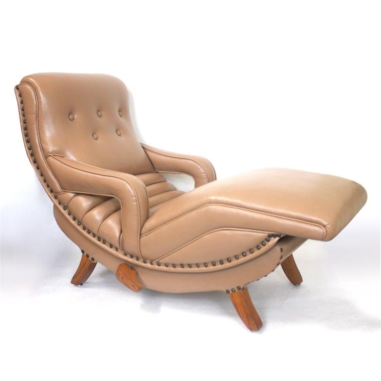 Contour Lounge Chair